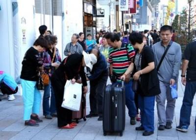 银座不时逼满大批中国购物客。