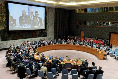 联合国秘书长欧洲冠军联赛投注网址问题特使德米斯图拉(大屏幕上)当日内瓦通过视频会议系统向在纽约的联合国安理会做出简报。(新华社照片)