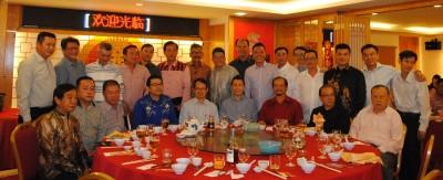 槟城机器厂商会丙申年新春团拜宴会,林峰成、刘子健、黄才荣、嘉宾及理事们齐欢聚,前排左4为会长黄明松。