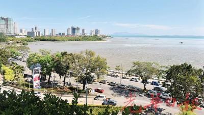 """这片陪伴槟城人成长的新关仔角海岸线将进行""""葛尼水岸""""。"""