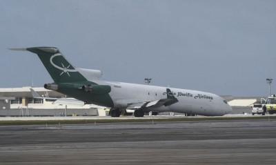 货机准备着陆,最终要用机头擦地停下。