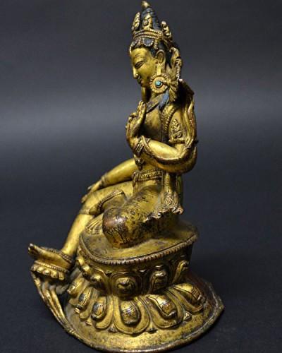 佛像的侧面。
