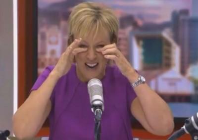 希拉里芭莉因利查曼的辩词太过荒谬,竟笑到飙泪。