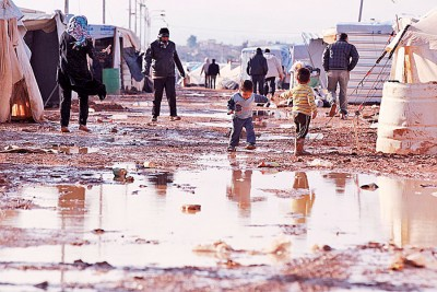 在约旦沙漠城市马弗拉克的阿尔扎塔里难民营超出负荷,现一度收容多达8万名叙利亚难民。