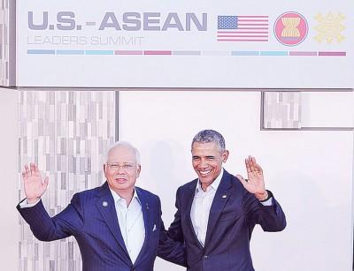 纳吉(左)出席美国东盟峰会,与欧巴马相见欢。