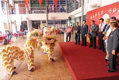 槟州教育局在元宵节举办新春联欢宴。
