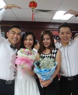 邱健豪(左起)、陈雁妮和李紫菁与王国荣,选在情人节注册结婚。
