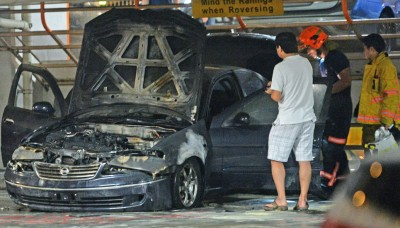 盛港左组屋停车场,车子引擎失火,重烧毁。