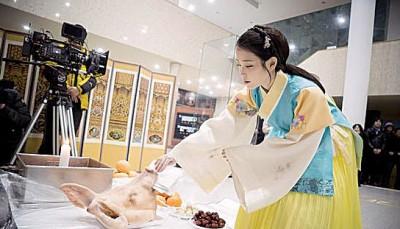 IU的古装扮相被粉丝大大赞美。