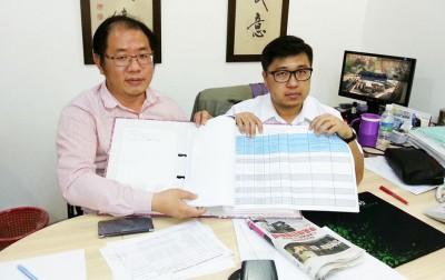 刘敬亿(右)与黄伟益(左)亮证据,证明八条总长网寮示威人士还是租户,与要求不合理赔偿的房东。