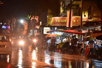 久违了之雨景街道重现。