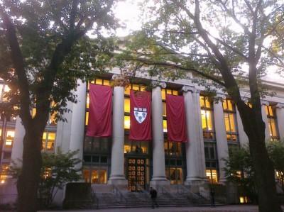 哈佛法学院。