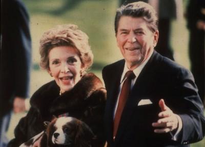 南茜与里根在白宫的旧照。