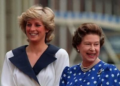 英女王(左)以前一直觉得戴安娜(右)并不适合成为皇室一份子。