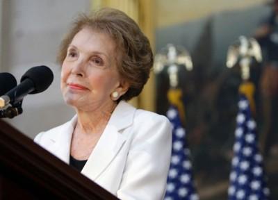 美国前总统里根的夫人南茜去世。