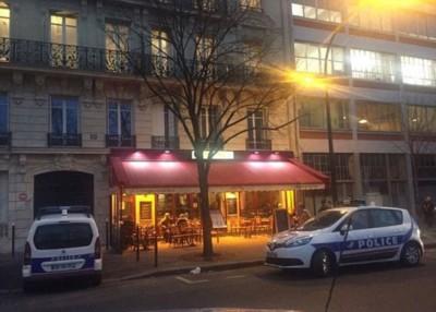 巴黎市中心一间餐厅外发生枪击案,警方到场调查。