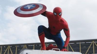 蜘蛛侠终于在预告片中首度现身。