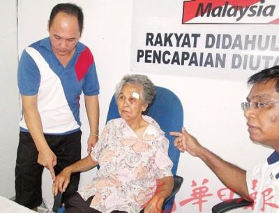 谢佳成(左):母唐来香(蒙)首靠近左眼处共缝了60针、右指缝数针以及肩膀擦伤,右为拉威。
