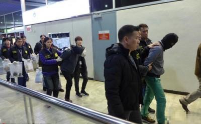 司警在机场拘捕2名涉嫌运毒的大马男女。