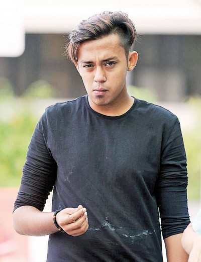 被告哈山姆承认在警署里偷拍多名女警冲凉。