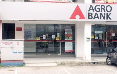 尽管银行提款机遭匪徒试图爆窃,然而银行以持续营业。