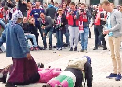 燕浩云和阿仙纳球迷先后在街头戏弄和侮辱乞丐,前者将受罚。