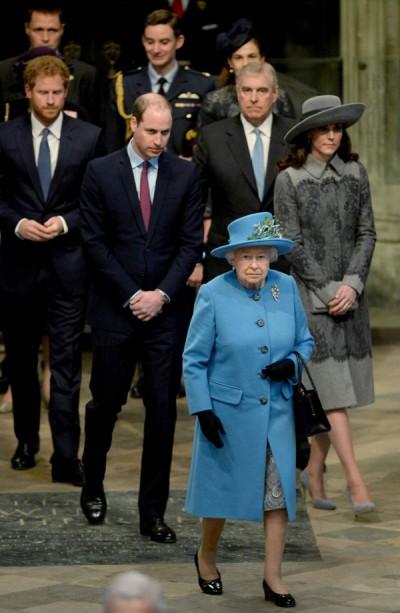 英女王日前率领王室成员到威斯敏斯特教堂出席英联邦日庆典。(法新社照片)