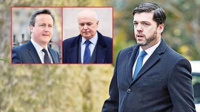 英国首相卡麦隆(稍图左)头干担心6月的公投真的会促使英国脱欧。史密斯(稍图右)辞去就业和养老金事务大臣一职。威尔士事务大臣克拉布为选取代史密斯之岗位。(法新社照片)