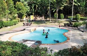 小孩只能在家庭泳池或小孩泳池玩水,不可到成人泳池嬉水。图为湖内人民公园的家庭泳池。