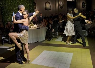 欧巴马及米歇尔大跳探戈舞。(法新社照片)