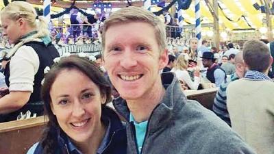 舒尔茨及斯蒂芬妮两夫妇的家庭照。