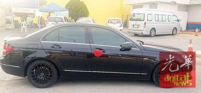 男女嫌犯企图入境泰境而共乘轿车也被扣查。