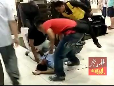 男子突然感到晕眩而跌伤,并没发生任何爆炸事件。\
