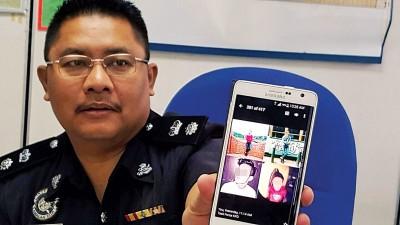 浮罗交怡县警区主任仄卡扎里出示嫌犯在社交媒体上使用的照片。