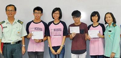 北海锺灵中学部份优秀生合影,右起是侯黛群、陆莉萍、林振文、施凱婷、罗俊友及骆贵清校长。