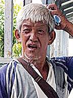 人称阿李的亚洲城ca88手机版官网父亲,周二到太平间办手续领儿尸。