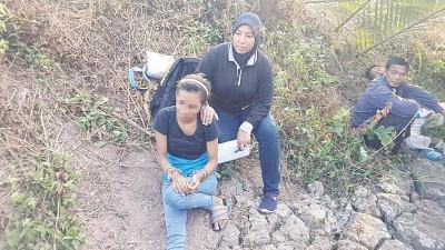 16年少女随同男友贩毒而被捕。