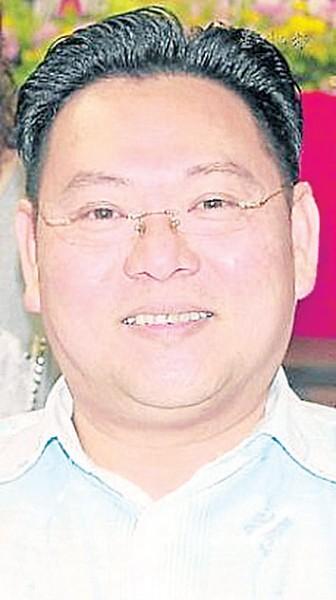 梁智华认为,礼堂管理权应该交回校方。