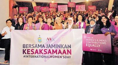章瑛与公务员女性主管呼吁朝向两性平等工作领域。
