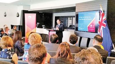 首长林冠英在南澳发表演说。