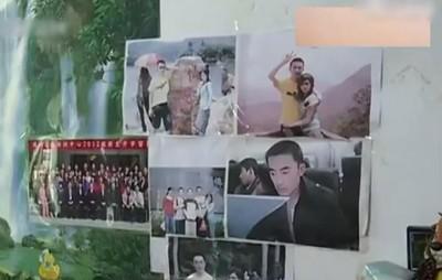 楚先生家中墙上贴满过去一家人的生活照。