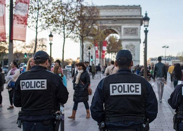 法国警方在巴黎地区地区拘捕4名涉嫌武装分子。