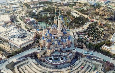 上海迪士尼黄牛票涌现,『奇幻童话城堡』建筑棚架已拆除,迎接乐园开幕。
