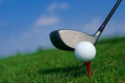 华东师范大学附属外国语实验学校最近将高尔夫球引入校园,引起网民狂轰。