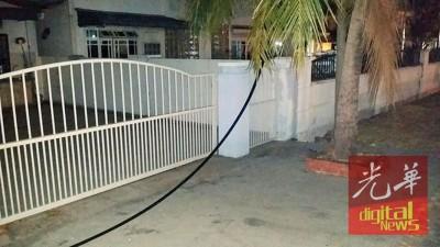 盗窃匪所剪断的电线,着在平等家人家门前。