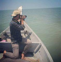 玻璃市自然与野生团队的队员乘搭渔船,出海拍下海豚的画面。(照片由受访者提供)