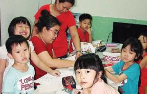 学生每天在安亲班的时间多达数个小时,老师在紧急情况发生时的危机处理,是不容忽视的。