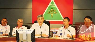 蔡高延(左起)、魏和兴、马袖强、陈庆亮、曾融熙、邱孝利举行记者会。