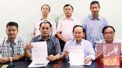 陈大锦(盖者左3)带领多名柔董联会理事召开新闻发布会,对8何谓常务理事指责,连要全理事踊跃出席4月23天举行的急迫会议。盖者左起:余清洋、符俊成和林青赋。