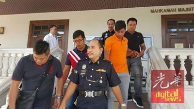 涉及绑架新加坡富商2称男的4只被告。